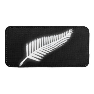Silver Fern NZ Emblem for Patriotic Kiwis iPhone 5 Pouch