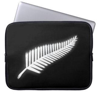 Silver Fern NZ Emblem for Patriotic Kiwis Laptop Computer Sleeve