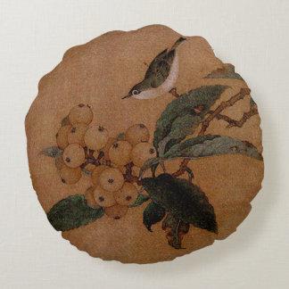 Silvereye bird and loquats round pillow