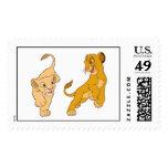 Simba y Nala del león de rey que juegan Disney