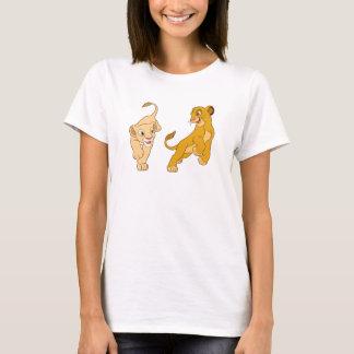 Simba y Nala del león de rey que juegan Disney Playera