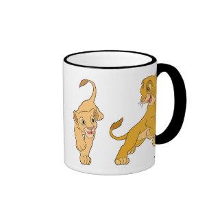 Simba y Nala del león de rey que juegan Disney Taza De Dos Colores