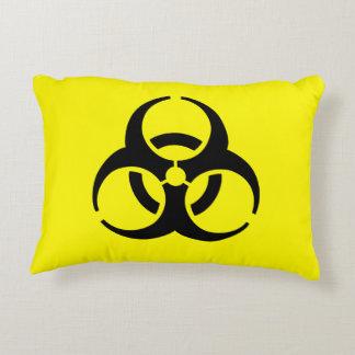 Símbolo amarillo del BioHazard Cojín Decorativo