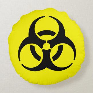 Símbolo amarillo del BioHazard Cojín Redondo
