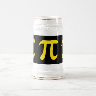 Símbolo amarillo del pi en fondo negro jarra de cerveza