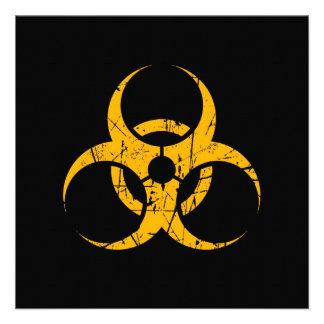 Símbolo amarillo rasguñado del Biohazard en negro Invitación Personalizada