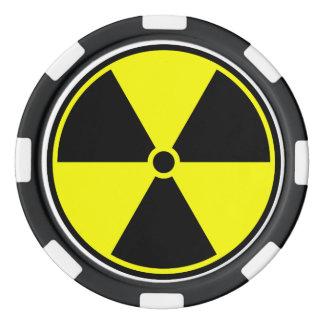 Símbolo amarillo y negro de la radiación juego de fichas de póquer