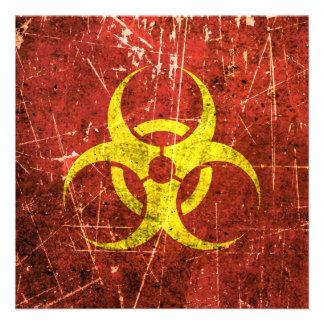 Símbolo amarillo y rojo rasguñado y llevado del Bi Comunicados