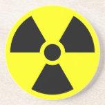 Símbolo amonestador de la radiación posavaso para bebida