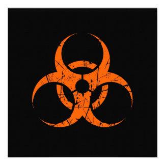 Símbolo anaranjado rasguñado del Biohazard en negr Comunicados