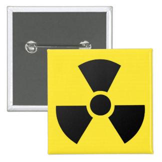 Símbolo atómico nuclear de la radiación radiactiva pin cuadrada 5 cm