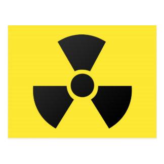 Símbolo atómico nuclear de la radiación radiactiva tarjeta postal