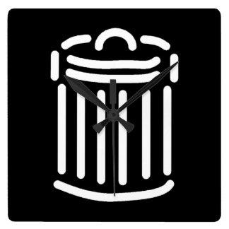 Símbolo blanco del bote de basura relojes