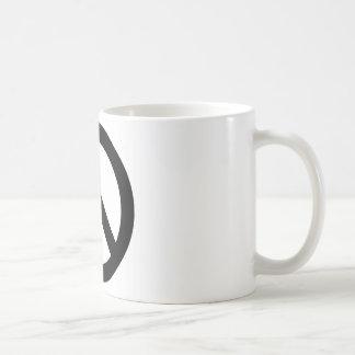 Símbolo blanco negro del signo de la paz taza básica blanca