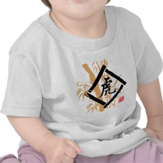 Símbolo chino del tigre del zodiaco camisetas
