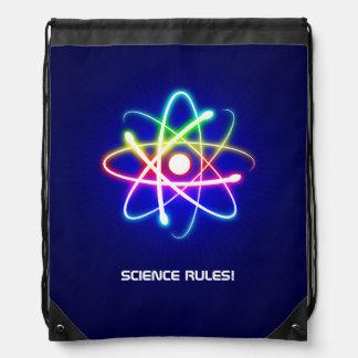 Símbolo colorido del átomo que brilla intensamente mochila