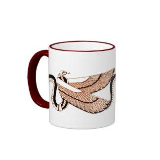 Símbolo con alas egipcio antiguo de la serpiente taza