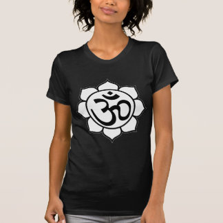 Símbolo de Aum de la flor de Lotus Camisetas