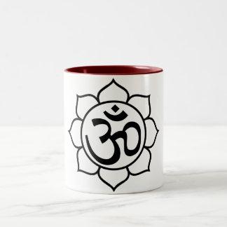 Símbolo de Aum de la flor de Lotus Taza Dos Tonos