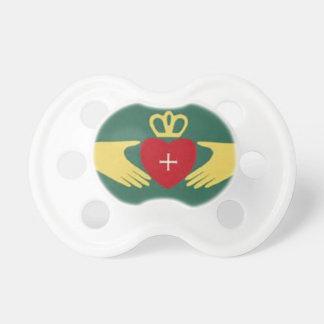 Símbolo de Claddaugh, amor irlandés y regalos de l Chupetes Para Bebés