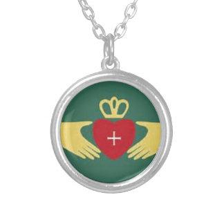 Símbolo de Claddaugh, amor irlandés y regalos de l Grimpolas