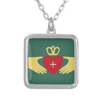 Símbolo de Claddaugh, amor irlandés y regalos de l Colgante