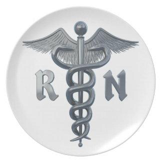 Símbolo de la enfermera registradoa plato para fiesta