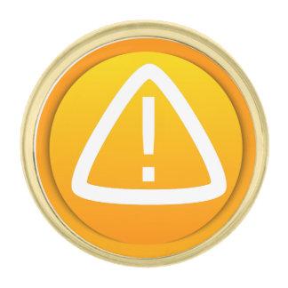 Símbolo de la precaución de la atención pins dorados