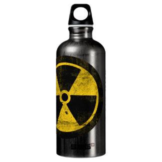 Símbolo de la radiación, bebida en su propia agua