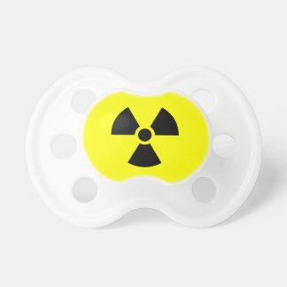 Símbolo de la radiactividad chupetes de bebé