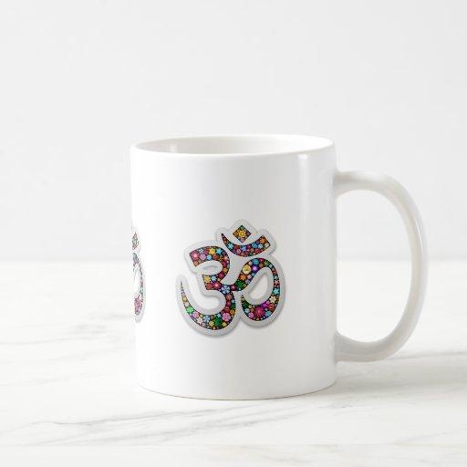 Símbolo de la yoga de Aum Namaste del ohmio de OM Taza Básica Blanca