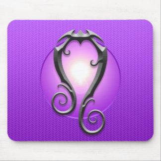Símbolo de Leo del hierro, púrpura Alfombrillas De Ratón