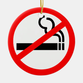 Símbolo de no fumadores adorno navideño redondo de cerámica