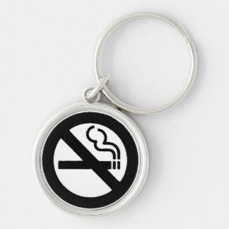 Símbolo de no fumadores llavero redondo plateado