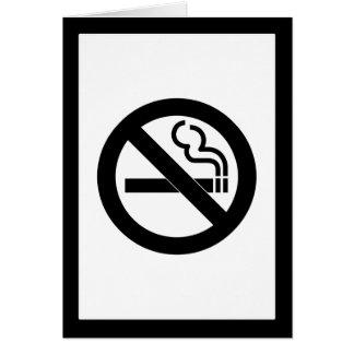 Símbolo de no fumadores tarjeta de felicitación