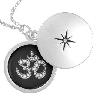 """Símbolo de OM con las piedras del """"diamante"""" Dije"""