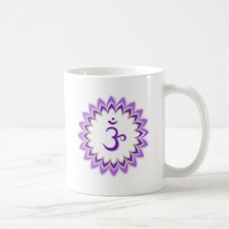Símbolo de OM/corona Chakra Taza