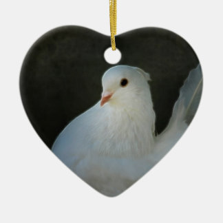 Símbolo de paz de la paloma del blanco adorno de cerámica en forma de corazón