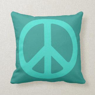 Símbolo de paz de la turquesa cojin