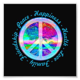 Símbolo de paz en colores del arco iris con el árb arte con fotos