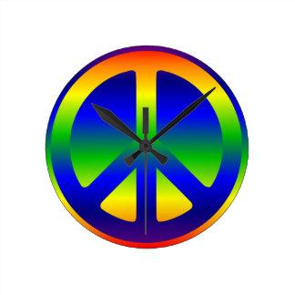 Símbolo de paz enrrollado del arco iris relojes de pared