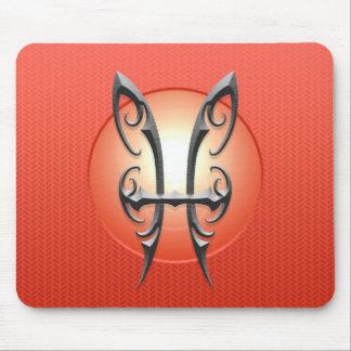 Símbolo de Piscis del hierro, rojo Tapete De Ratón