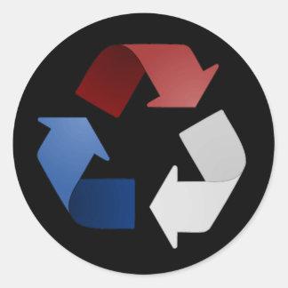 Símbolo de reciclaje del rojo blanco y azul pegatina redonda