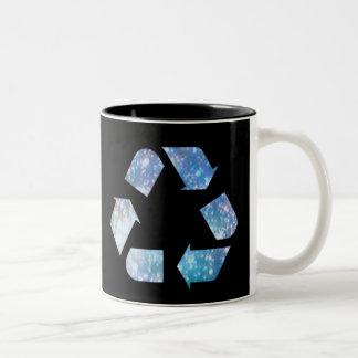 Símbolo de reciclaje fresco taza