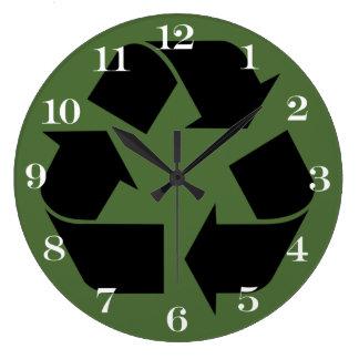 Símbolo de reciclaje negro reloj