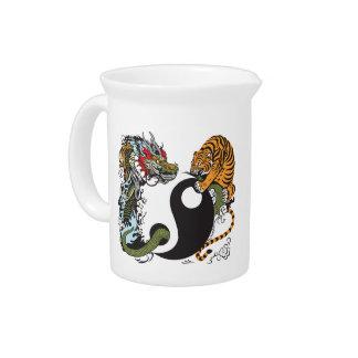 símbolo de yang del yin del dragón y del tigre jarra de beber