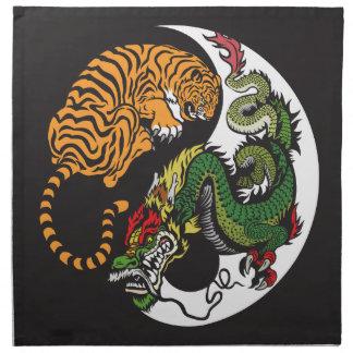 símbolo de yang del yin del dragón y del tigre servilletas