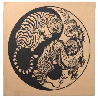 símbolo de yang del yin del dragón y del tigre servilletas imprimidas