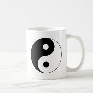Símbolo de Yin y de Yang Taza Básica Blanca
