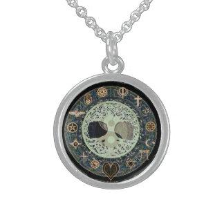Símbolo de Yin Yang con símbolos religiosos Collar De Plata Esterlina